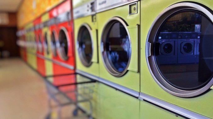 jak vyčistit pračku s chemií i bez ní