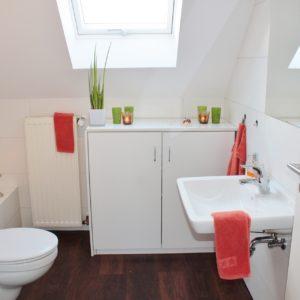 malá a útulná koupelna
